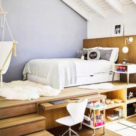 Cũng là giường pallet nhưng khu vực giường ngủ, bàn làm việc, kệ để đồ được tích hợp vô cùng thông minh, tiện lợi