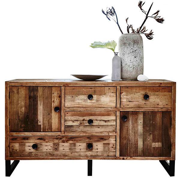 Ý tưởng thiết kế tủ để đồ làm hoàn toàn từ gỗ thông dạng thô