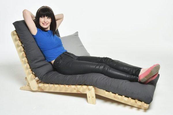 Mẫu sofa thư giãn phòng khách sang chảnh làm từ gỗ thông nhập khẩu
