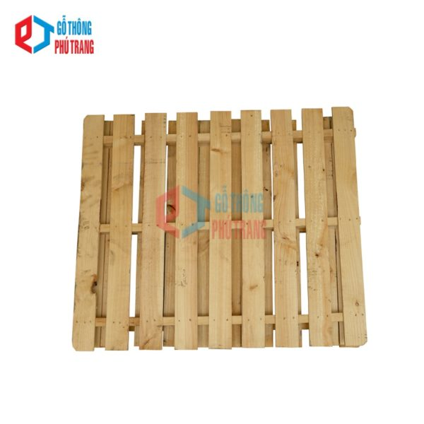 pallet gỗ thông 110 cm x 130cm đố khuyết