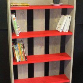 Kệ sách đơn giản, ấn tượng tự làm từ gỗ thông