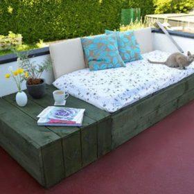 Ý tưởng dùng gỗ thông làm sofa nghỉ ngơi, thư giãn cho những bạn thích tông màu trầm