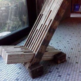 Từ những thanh tưởng đã gỗ thông bỏ đi, chủ nhân khiến mọi người ngỡ ngàng với thiết kế này