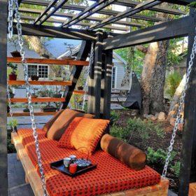 """Hãy tự tạo cho mình chiếc """"sofa' treo bằng gỗ thông thiệt lớn đung đưa tận hưởng những khoảnh khắc nghỉ ngơi hiếm hoi"""