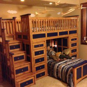 Sự kết hợp hoàn hảo giữa tông màu xanh coban tone đậm cùng tông gỗ ấm áp
