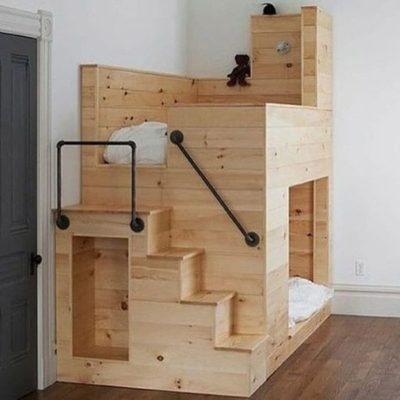 Giường ngủ hai tầng dễ thương cho bé được làm hoàn toàn từ gỗ thông