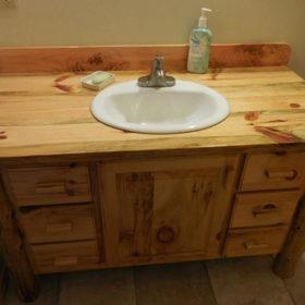 Ý tưởng trang trí một góc phòng tắm bằng gỗ thông
