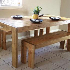 Thiết kế trọn bộ bàn ghế đơn giản, dễ thao tác làm từ gỗ thông