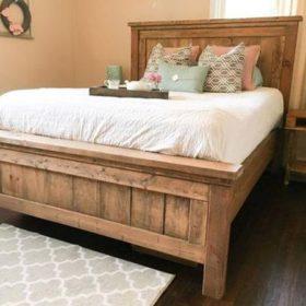 Được ghép từ các thanh gỗ thông nhưng mẫu giường ngủ này rất sang
