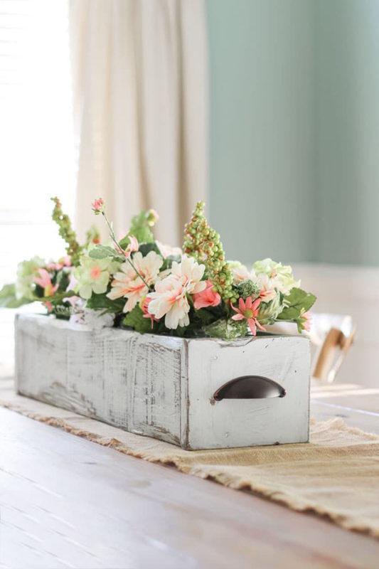Chậu hoa gỗ siêu dễ thương trang trí bàn ăn