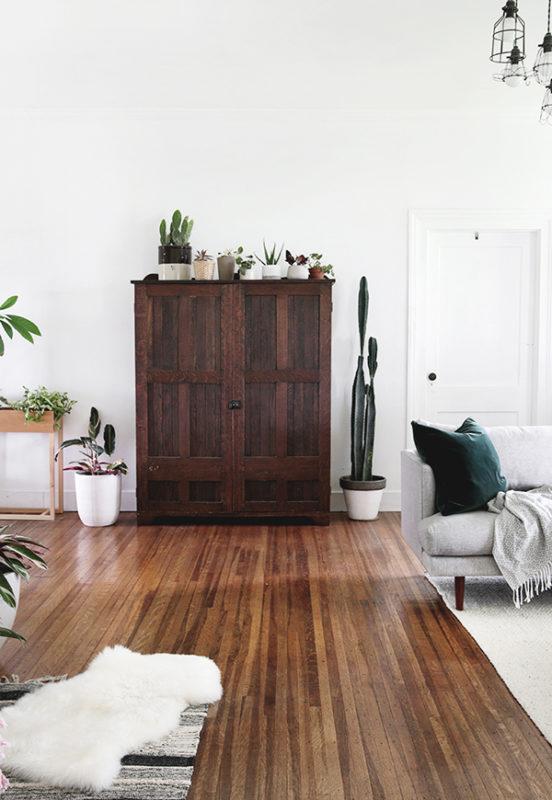 Tủ gỗ trang trí phong cách retro
